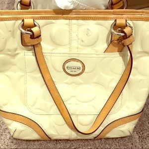 👛pre-owned👜 Coach Embossed Patent Leather.